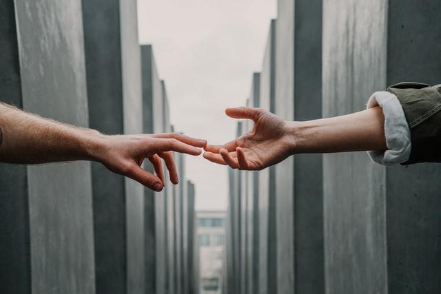 手をのばす